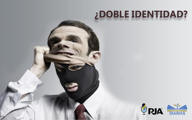 ¿Doble identidad?